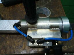 The air gun for tuning of the pluking rubber fingers